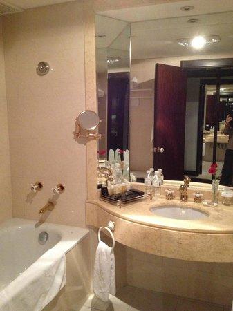 Garden Hotel: la salle de bains