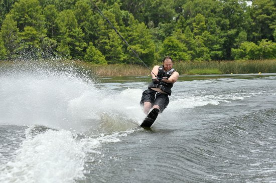 Sammy Duvall Watersports Centre: Slalom on Bay Lake