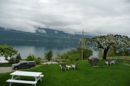 Ainsworth Motel: the view over the Kootenay Lake