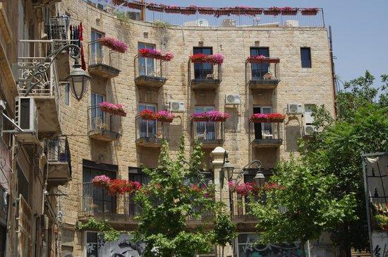 Jerusalem Inn Hotel: Jerusalem Inn view from alley