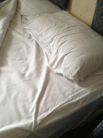 Paris Hotel Rome: Etat d'un lit refait apres une nuit