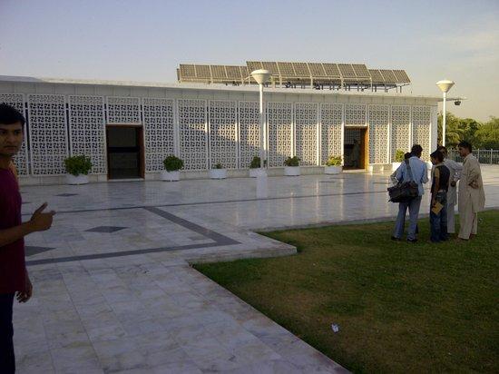 Mazar-E-Quaid : graveyard and museum