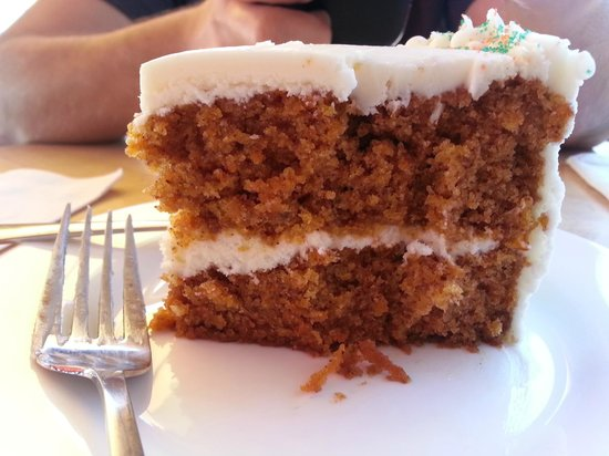 Coquette's Bistro & Bakery : carrot cake