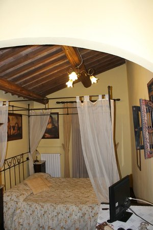 La Terrazza di Montepulciano: The four poster bed
