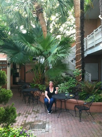 Courtyard at the Elliott House Inn