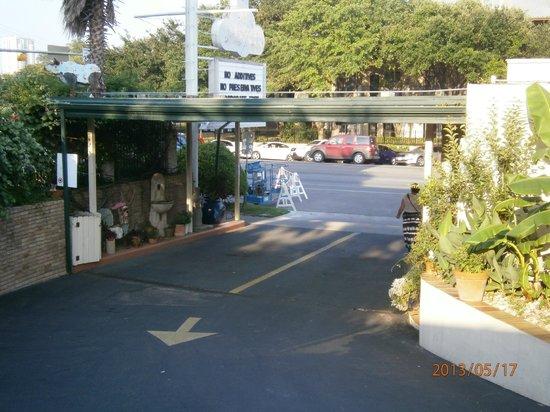 Austin Motel: Entrance