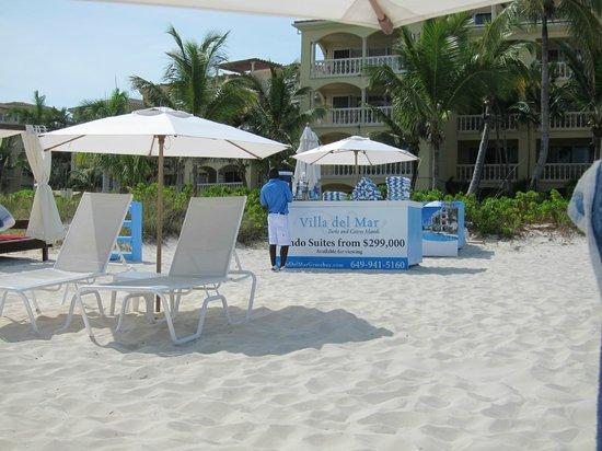 Villa del Mar: Beach Attendant