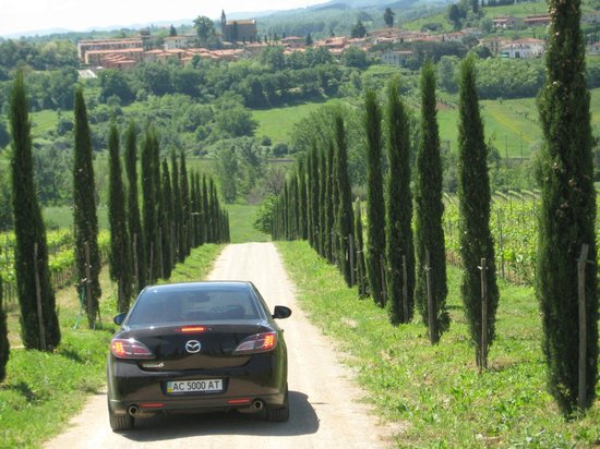 Borgo di Casagrande: nice road from the villa