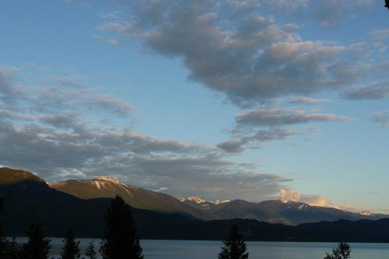 Ainsworth Hot Springs Resort: the vista over Kootenay Lake