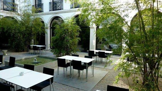 esplanada da Cafetaria do Museu de S. Roque num belíssimo claustro