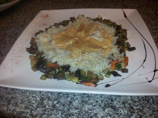 Les Iles de Juan : émincé de poulet légumes frais et son riz