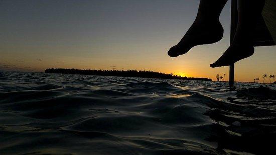 Niyama Private Islands Maldives: dusk-Sonnenuntergang vom privaten Steg