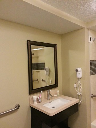Staybridge Suites Ft. Lauderdale Plantation: Bathroom in a Suite