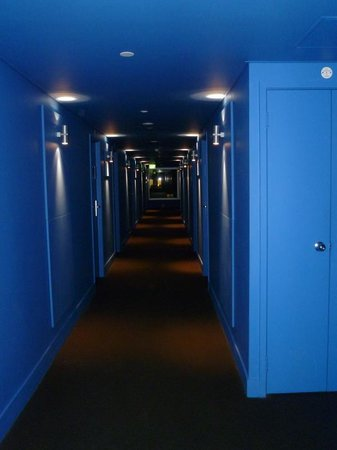 Jasper Hotel : Blue hallway on 7th Floor