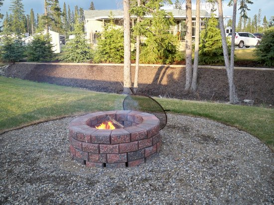 Coyote Creek Golf Club: Firepit at each site