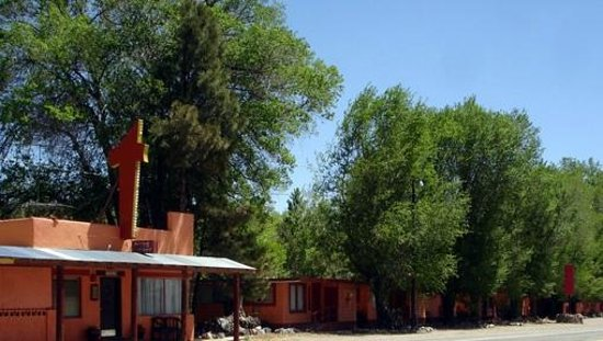 Taos Trail Inn: The Old Office now a gift shop.