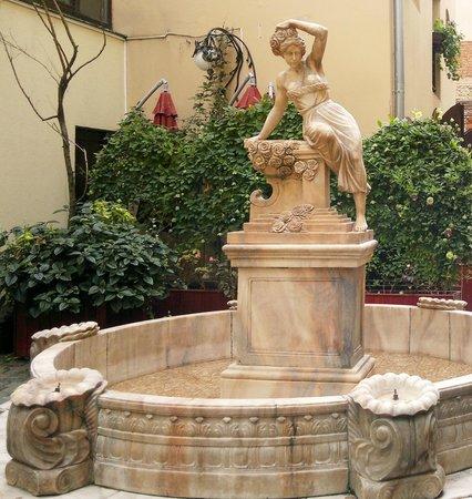 Hotel Garden Palace: Дворик отеля