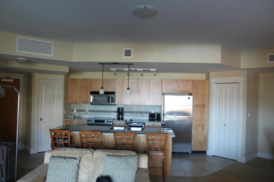 Cove Lakeside Resort: Kitchen