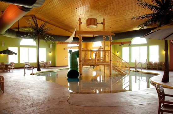 Country Inn & Suites By Carlson, Appleton North: Kid Play Structure in Pool area