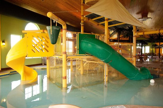 Country Inn & Suites By Radisson, Appleton North: Kids play structure in Pool area