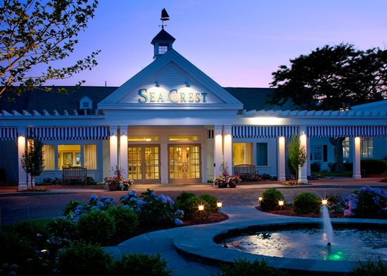Red's Restaurant & Lounge: Sea Crest Beach Hotel