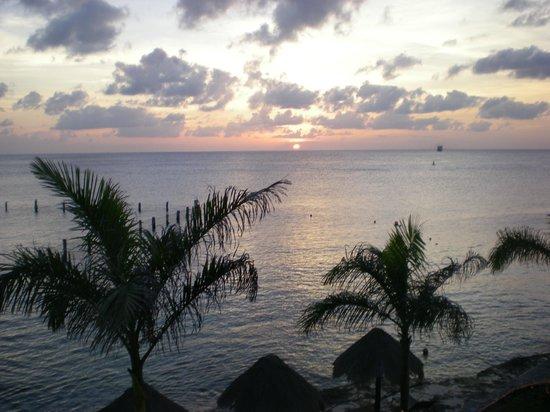 Blue Angel Resort: Every room has an ocean view!