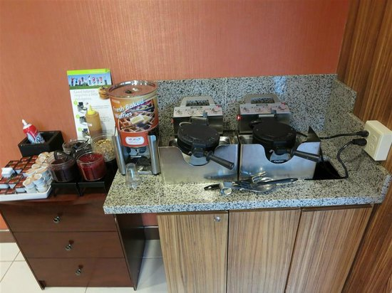 Residence Inn Seattle Bellevue/Downtown: make your own waffles area, dispense batter in cup, put batter in waffle iron, wait 3 or 4 minut