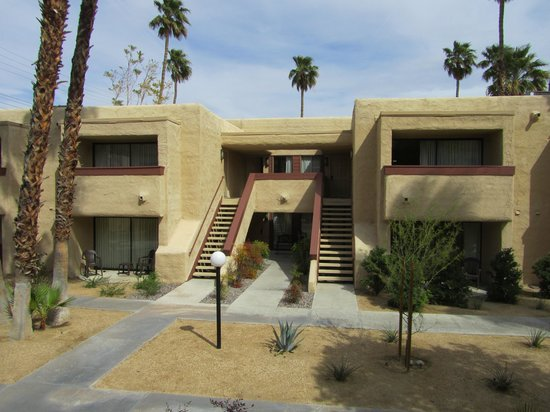 Desert Vacation Villas: Southwest building style