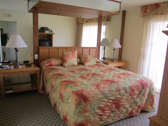 Desert Vacation Villas : Master bedroom