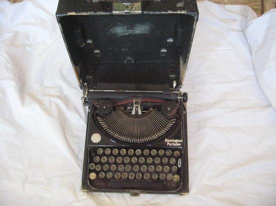 HQ Antiguedades y Coleccionables : maquina de escribir olivetti portable (es probable corresponda de principios de 1900)