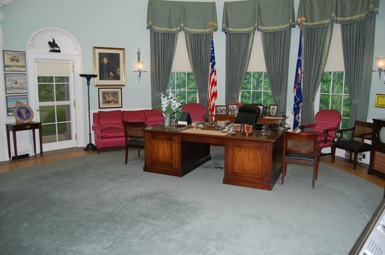 Harry S. Truman Library and Museum: PRESIDENT TRUMAN'S OVAL OFFICE