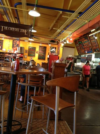 CJ's Deli & Diner : The interior