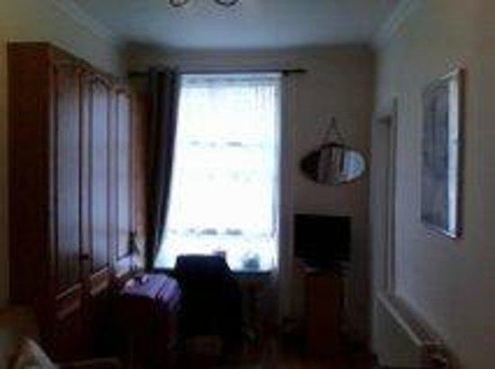 22 York Street: My Room