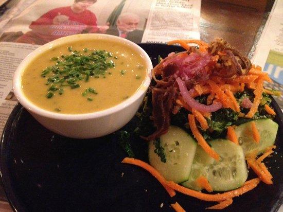 Chaco Canyon Cafe: Potato & Cheeze Soup + winter salad
