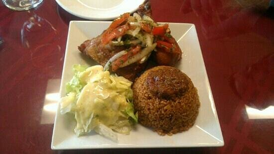Drelyse African Restaurant: fried chicken with fried rice
