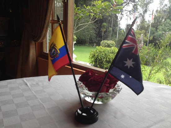 La Mirage Garden Hotel & Spa: Table centerpiece with patrons nationality flag. A special welcoming touch.