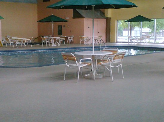 La Quinta Inn & Suites Cincinnati Sharonville: Swimming area