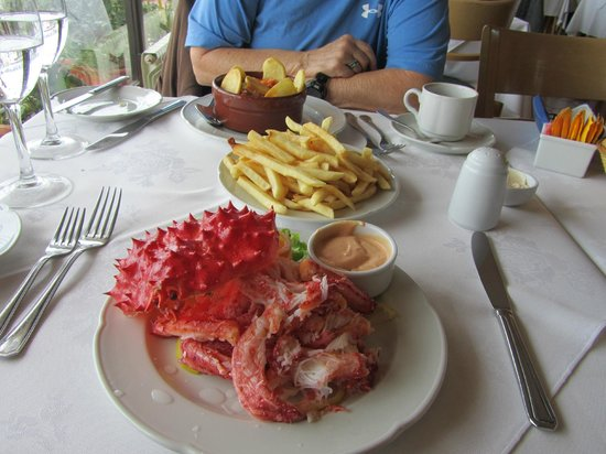 Tante Nina: Crab and pom frites