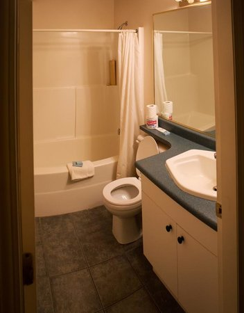 Motel 6 Cache Creek BC: Good Knight Inn Bathroom