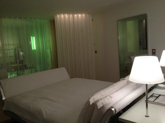 Sanderson London Hotel: 部屋はロンドンにしてはめちゃめちゃ広いのでは?