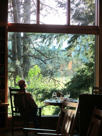 "House on Metolius: ""Table for Two with a View"""