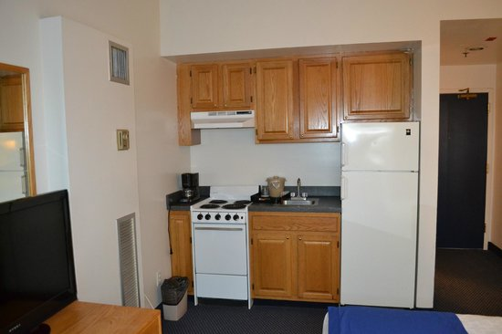Constitution Inn: Small kitchenette