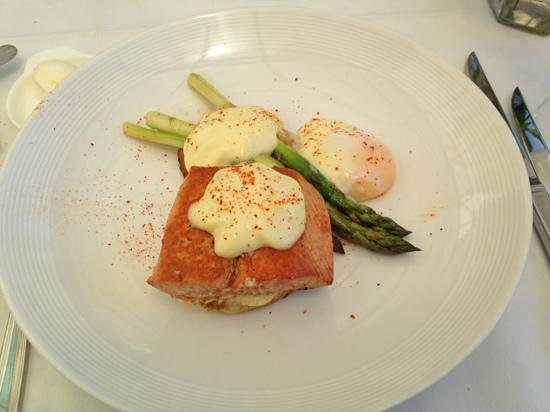 The Restaurant at Patowmack Farm: hay smoked king salmon Benedict