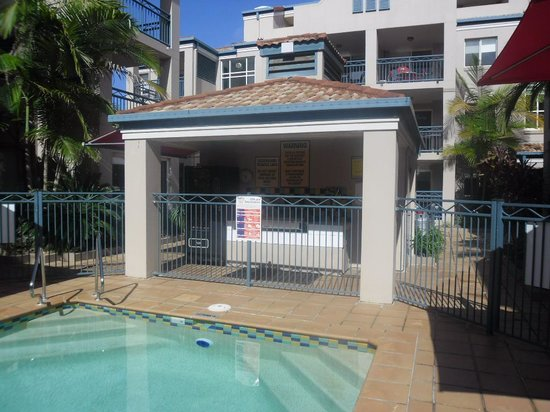 Montego Sands Holiday Apartments Gold Coast: bbq area
