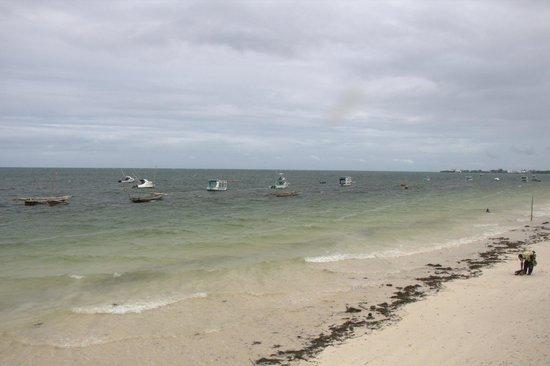 Bamburi Beach : Stand nach dem Regen und 1-2 Std. vor Höchststand der Flut.
