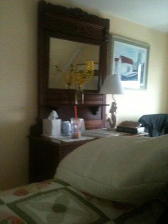 Ocean House Hotel : Ocean House Room 11 Dresser