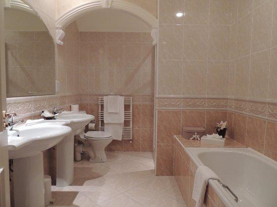 Loch Lein Country House : bathroom