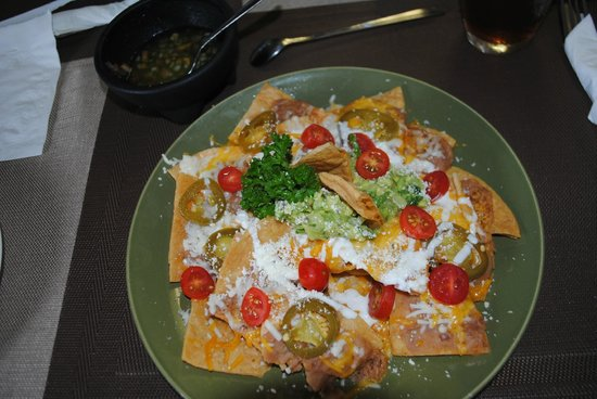 The Chef House Restaurant : Nachos plate - no meat... DELICIOUS!