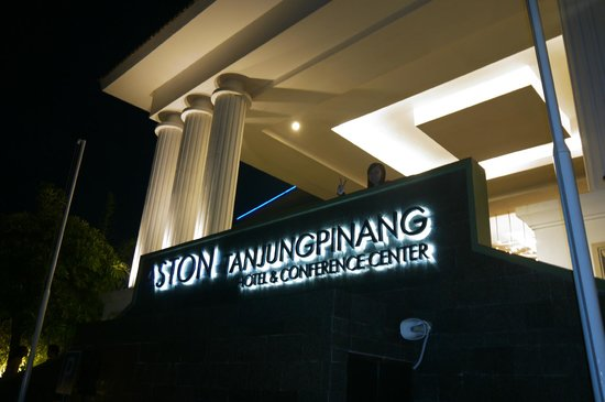 Aston Tanjung Pinang Hotel and Conference Center: The entrance