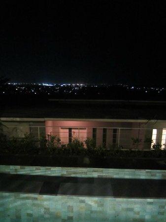 Paradise Loft Villas Jimbaran: Night view from pool